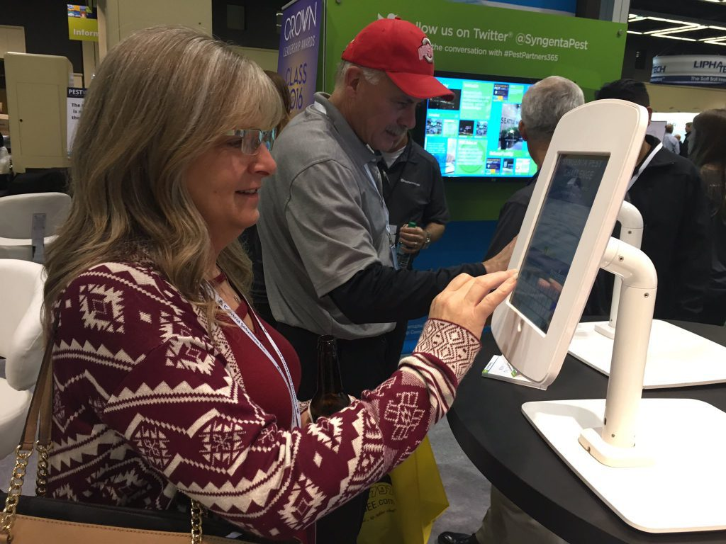 engage trade show attendees and capture lead info on iPad trade show games